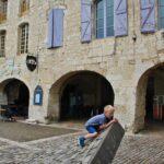 Plaza des Cornieres en Lauzerte en Occitania al sur de Francia
