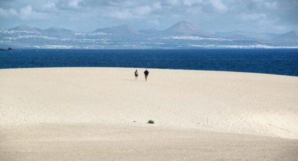 Playa en las Dunas de Corralejo en Fuerteventura en las islas Canarias