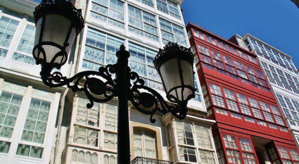 Casas con galerías acristaladas en Barrio la Magdalena en Ferrol