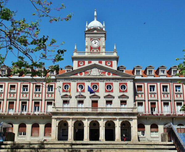 Palacio Municipal en plaza de Armas de Ferrol en Galicia
