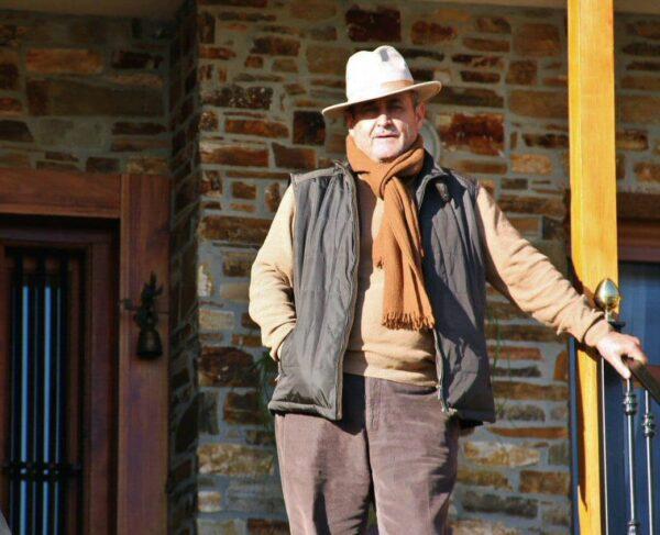 Mariano, propietario del hotel rural Villa Mencía en Corullón