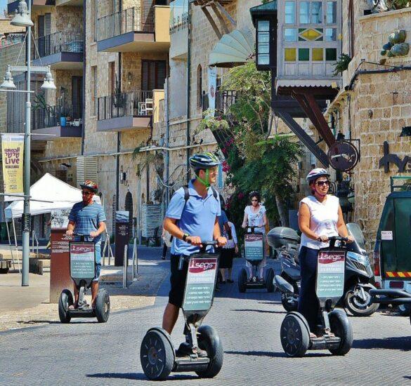 Turistas en el puerto de Jaffa en Tel Aviv