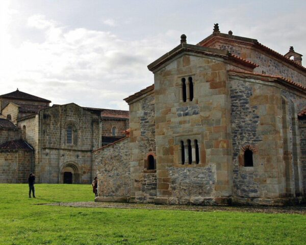 Iglesia prerrománica de San Salvador de Valdediós en Asturias