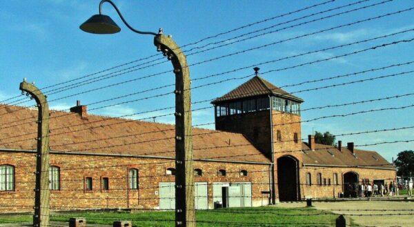 Antiguo campo de concentración de Auschwitz II Birkenau en Polonia