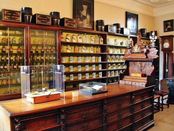 Antigua farmacia en Hospital de San Juan en Brujas