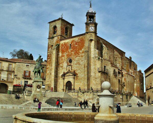 Iglesia de San Martín en plaza Mayor de Trujillo