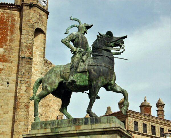 Estatua de Pizarro en plaza Mayor de Trujillo