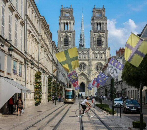 Catedral de la Santa Cruz en Orleans en el Valle del Loira