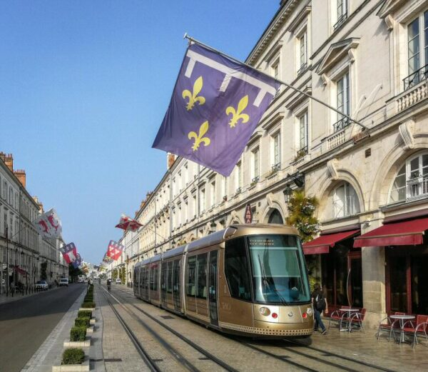 Avenida de Juana de Arco en Orleans en Valle del Loira