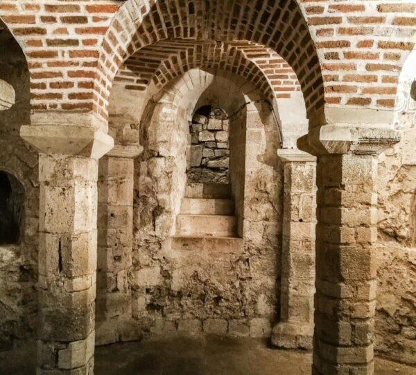 Cripta de San Avit en Orleans en Valle del Loira