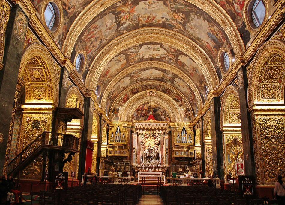 Nave central de la Concatedral de San Juan en La Valeta en Malta