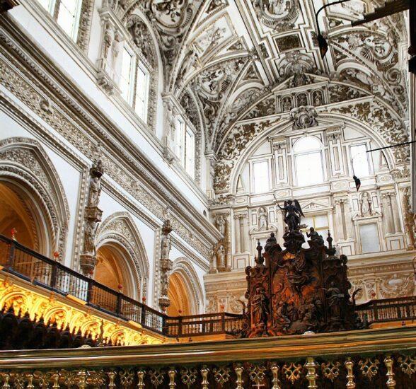 Basílica cristiana renacentista en antigua mezquita de Córdoba