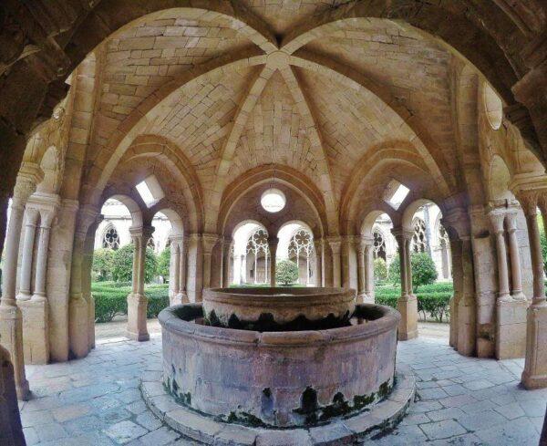 Lavatorio del claustro del Monasterio de Santes Creus en Cataluña