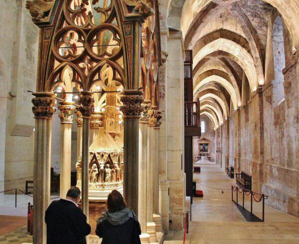 Sepulcro de Pedro III en Monasterio de Santes Creus en Cataluña