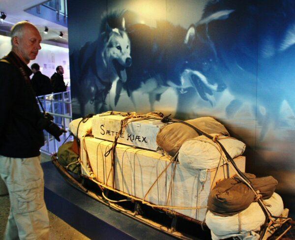 Trineo de expediciones polares noruegas en el museo Fram de Oslo