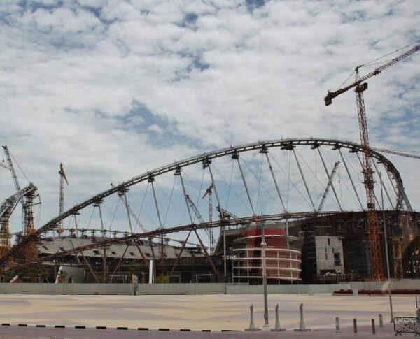 Estadio de fútbol en obras en Doha en Qatar