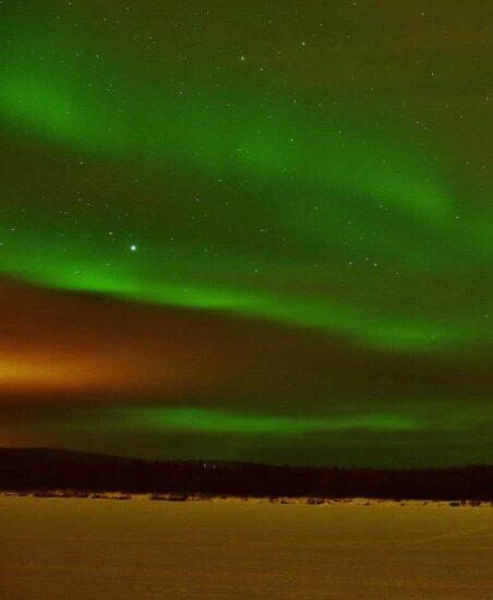 Auroras boreales en Rovaniemi en Laponia finlandesa