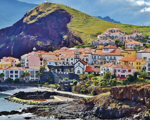 Pueblo costero en Madeira en Portugal
