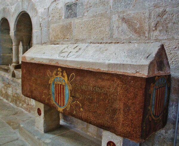 Seplucro de Violant de Hungría en monasterio Vallbona de las Monjas
