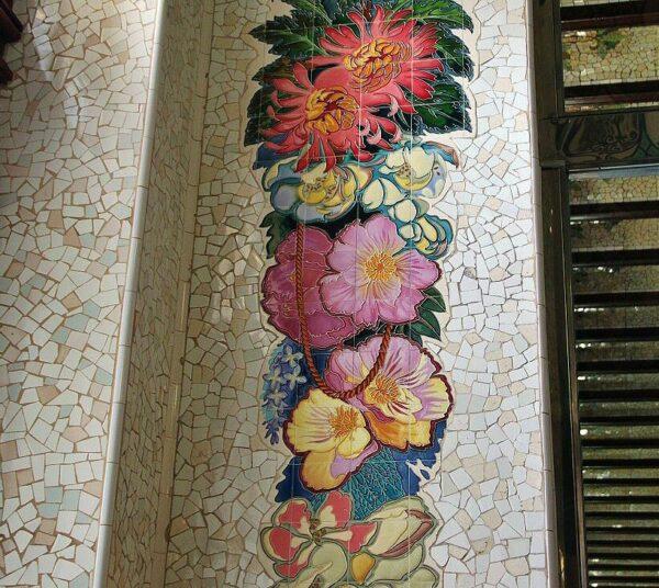 Decoración con cerámicas en la modernista estación del Norte en Valencia