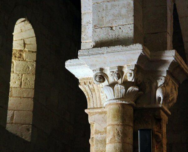 Capiteles en la iglesia mozárabe de Wamba en Valladolid