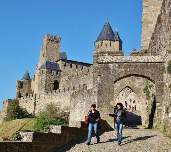 Puerta de Aude en la ciudadela de Carcasona al sur de Francia