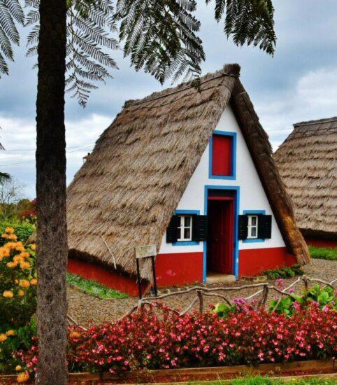 Casa típica de la isla de Madeira en Santana