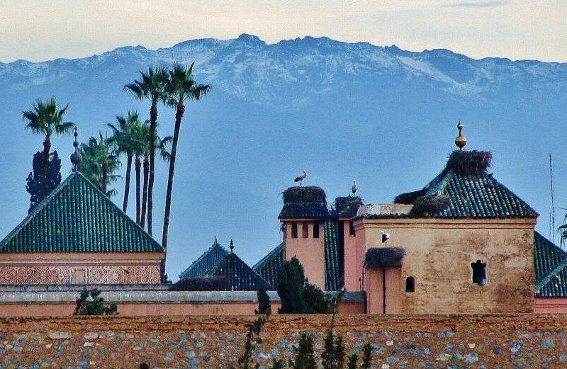 Cordillera del Atlas desde el palacio El Badí en Marrakech