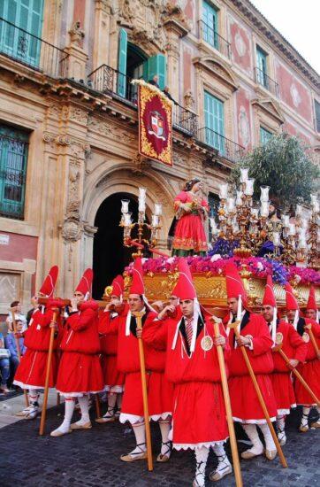 Procesión de los Coloraos en la Semana Santa de Murcia