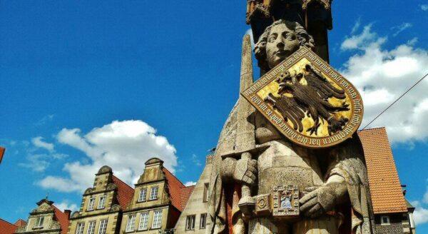Estatua de Rolando en la plaza del Mercado de Bremen en Alemania