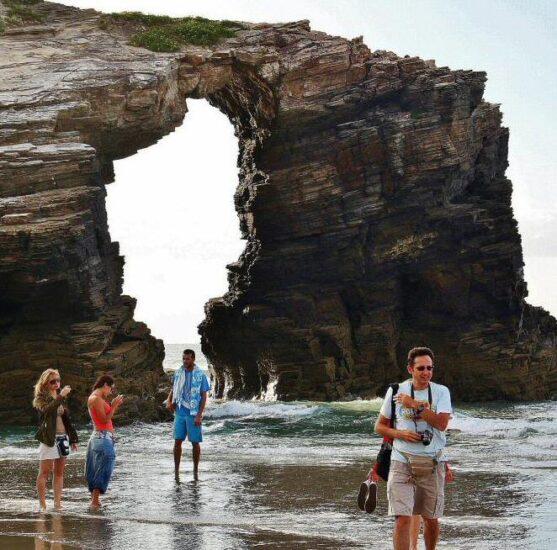 Playa de las Catedrales cerca de Ribadeo al norte de Galicia