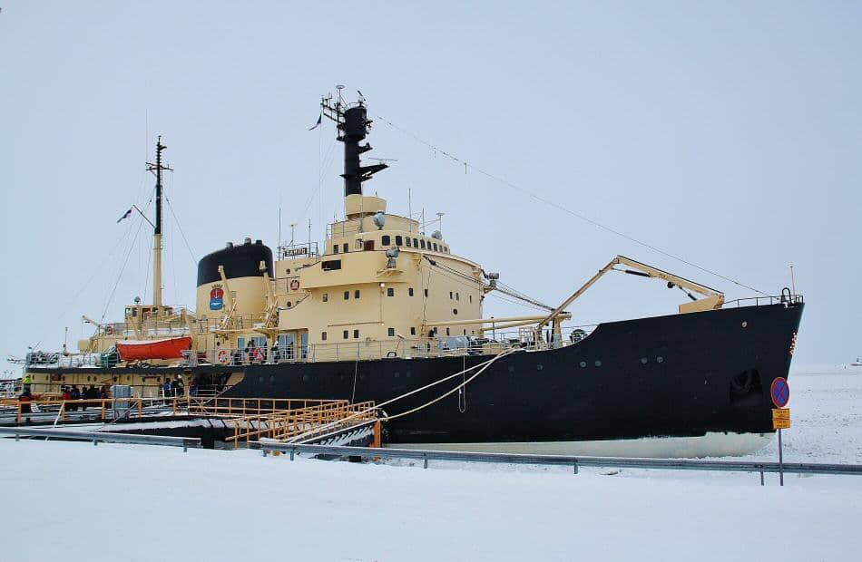 Crucero en rompehielos Sampo en Laponia de Finlandia
