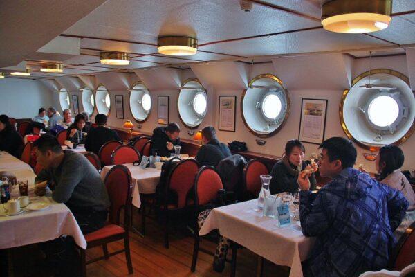 Restaurante del rompehielos Sampo en Laponia de Finlandia