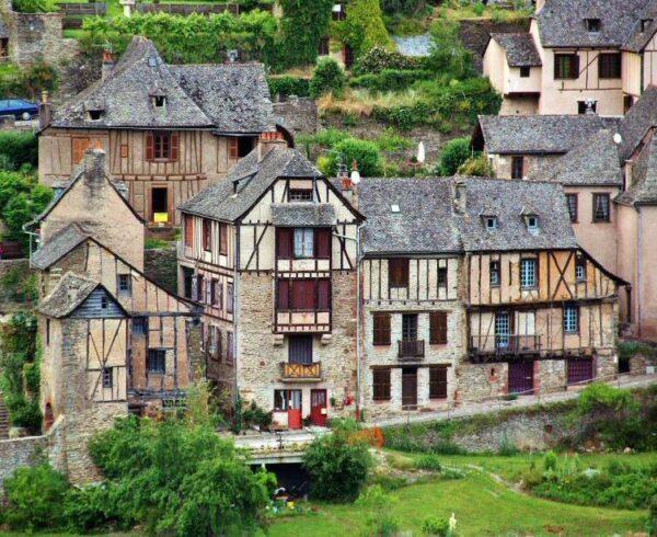 Pueblo medieval de Conques en Occitania al sur de Francia
