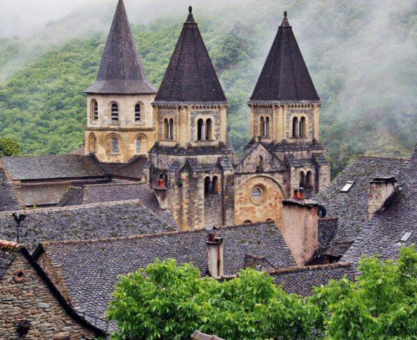 Abadía románica de Conques al sur de Francia
