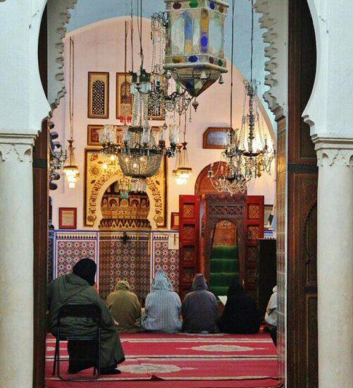 Oración en una mezquita de la medina de Tetuán