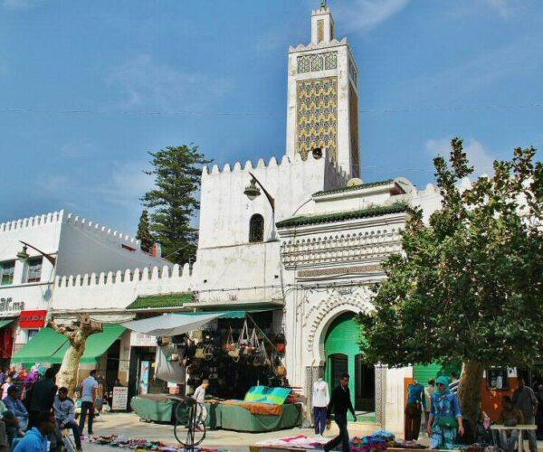 Mezquita en el centro de Tetuán junto a la medina