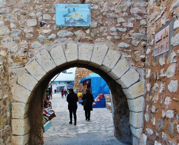Pórtico de entrada a la medina de Hammamet en Túnez