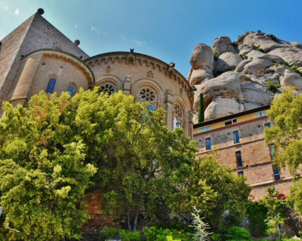 Ermita en la montaña de Montserrat cerca de Barcelona