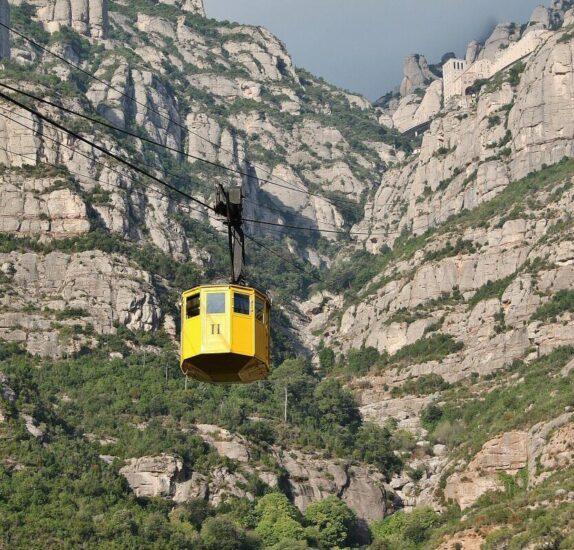 Teleférico para subir al monasterio de Montserrat cerca de Barcelona