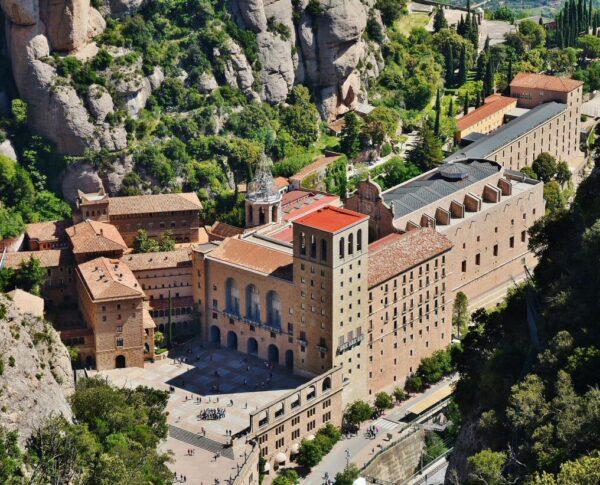 Vistas del monasterio desde la montaña de Montserrat