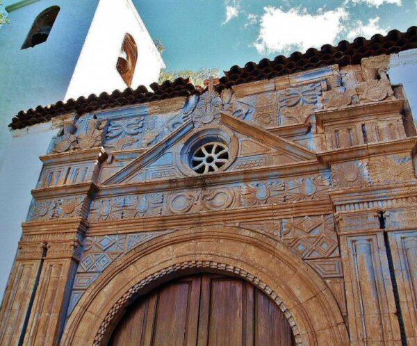 Pórtico azteca de la iglesia de Pájara en Fuerteventura