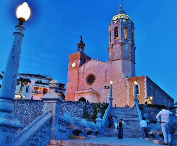 Iglesia de Sant Bartolomeu en Sitges cerca de Barcelona