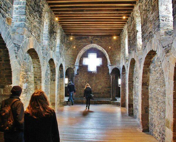 Antigua capilla en el castillo Condes de Flandes en Gante