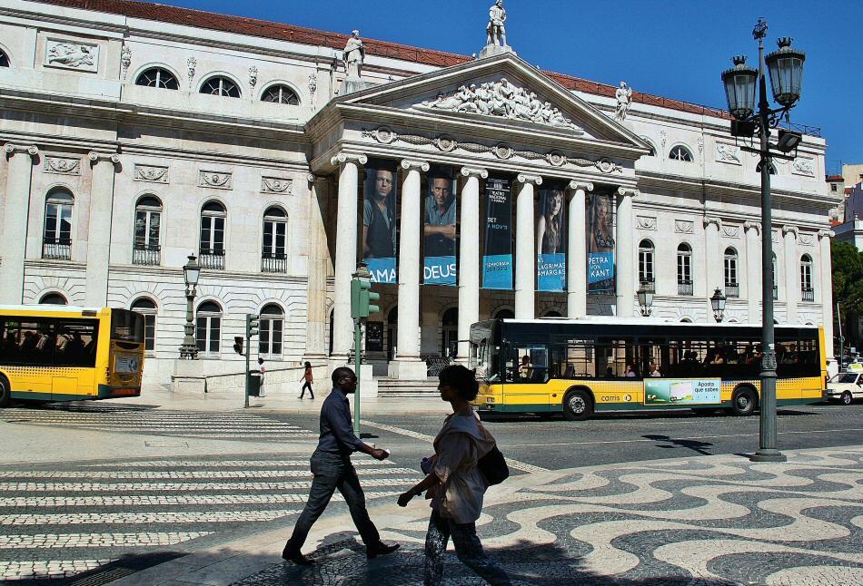 Teatro Nacional doña María II en la plaza de Rossio en Lisboa