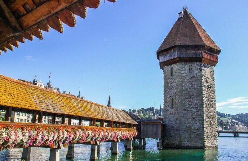 Puente medieval de la Capilla en Lucerna en Suiza