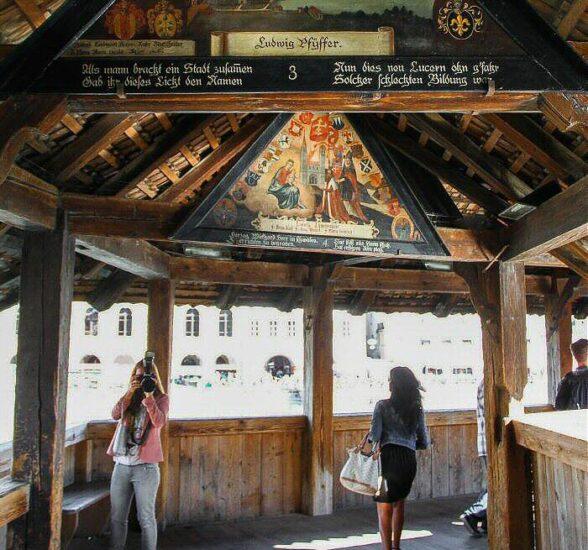 Pinturas en el puente medieval de madera de Lucerna