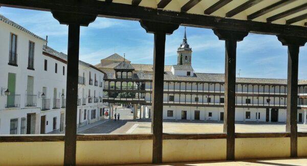Plaza Mayor de Tembleque en la provincia de Toledo