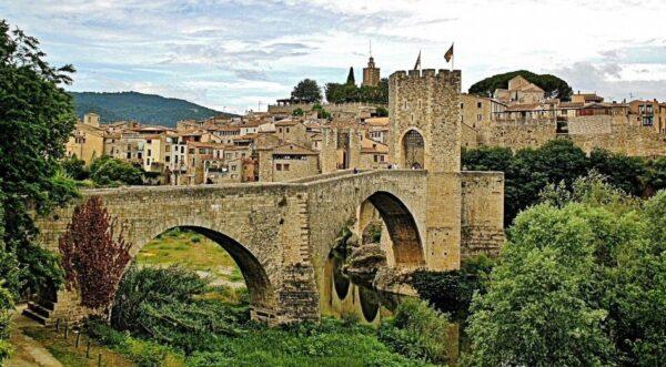 Besalú en La Garrotxa en la provincia de Girona en Cataluña