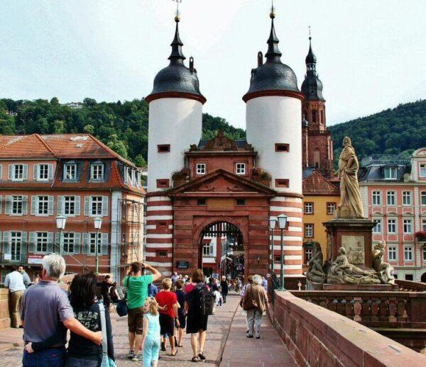 Puente de Carlos Teodoro en Heidelberg en Alemania
